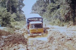 GLP203J - Africa southbound 1977 (3) - Pothole Zaire - Leader Derek Biddle