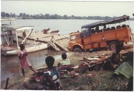 BVS967J stuck in the river at Bangui, January 1984 (Jeremy Cattell)