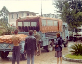 RXP586. Photo taken at Kathmandu Guest House on departure day 24 August 1976. Driver Phil Colbert (EM Christine Roberts)