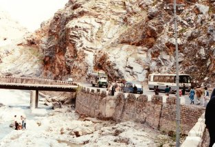 First tour group allowed in Khyber Pass