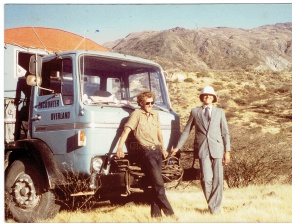 WBH648S Paul Wood (in suit!) and Tony Simmons between Cusco and Abancayon - First Brief Encounter Peru and Incas Aug 1982 (Tony Simmons)
